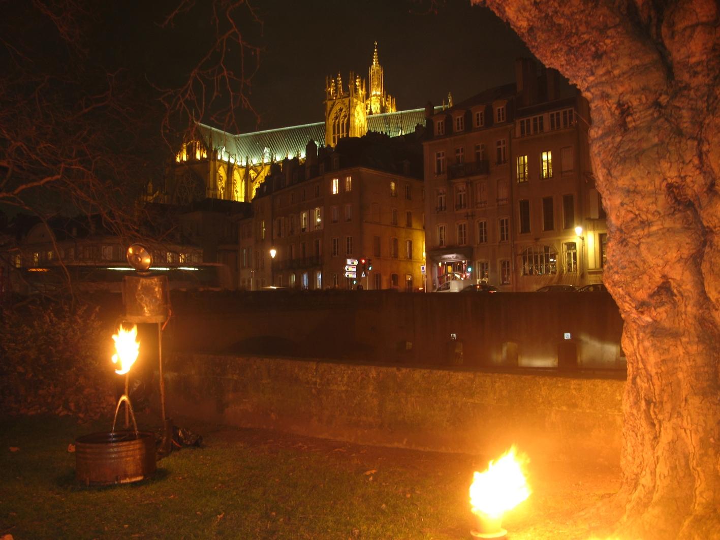 La cathédrale et les illuminations du marché de noël
